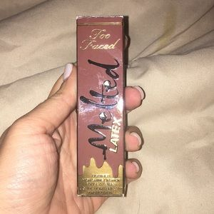 Too Faced-Melted Latex-Strange love